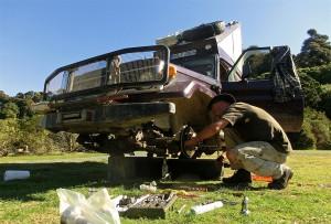 basteln am Toyota Landcruiser (Neuseeland)