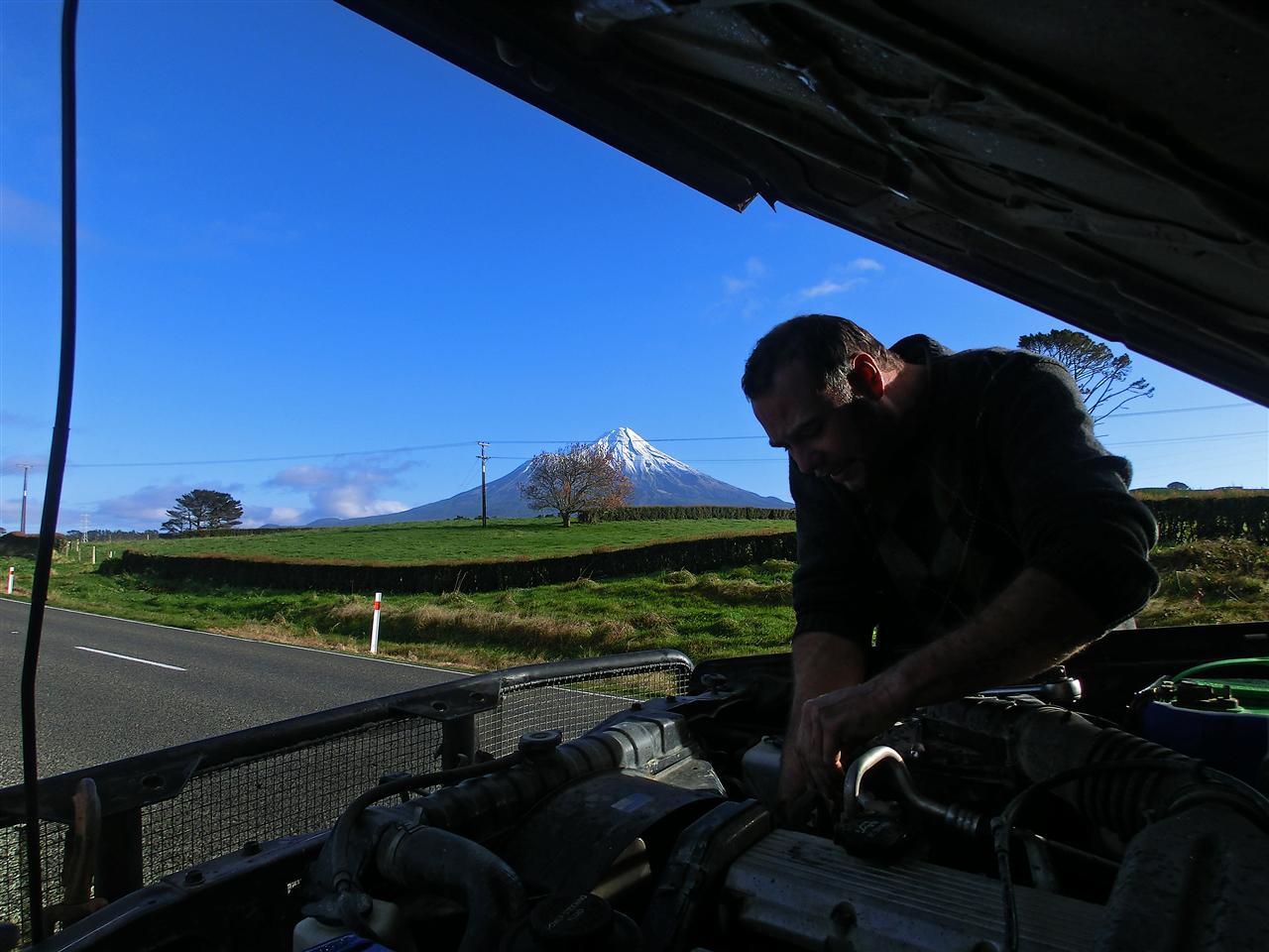 Keilriemen wechseln am Mount Taranaki (Neuseeland)
