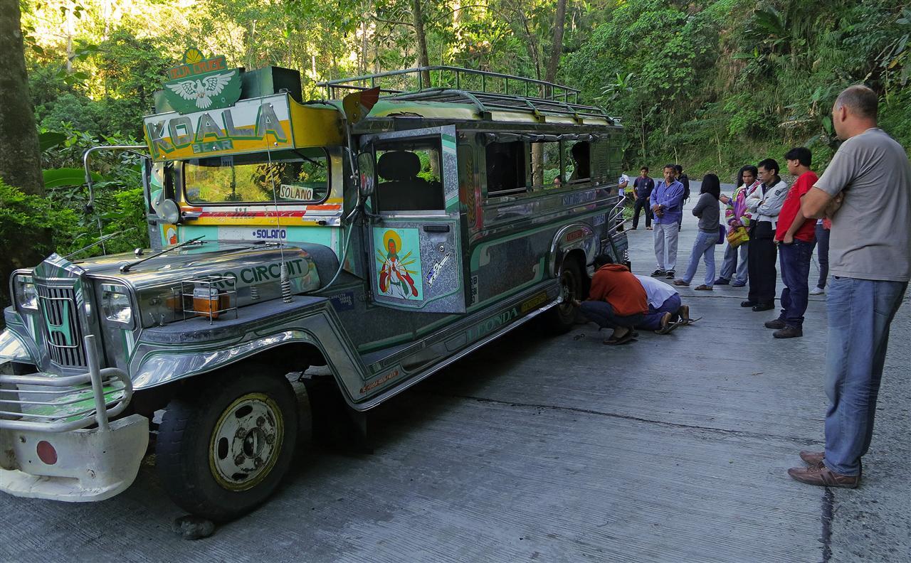 Jeepney mit Platten (Philippinen)