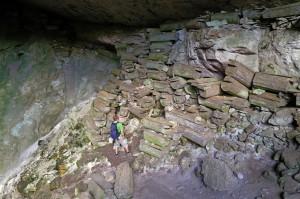 Särge in der Höhle bei Sagada (Philippinen)