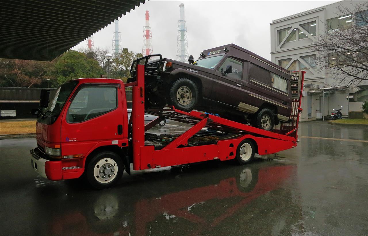 Toyota Landcruiser auf Abschleppwagen