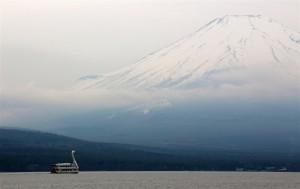 Schwanboot vor Mt. Fuji (Japan)