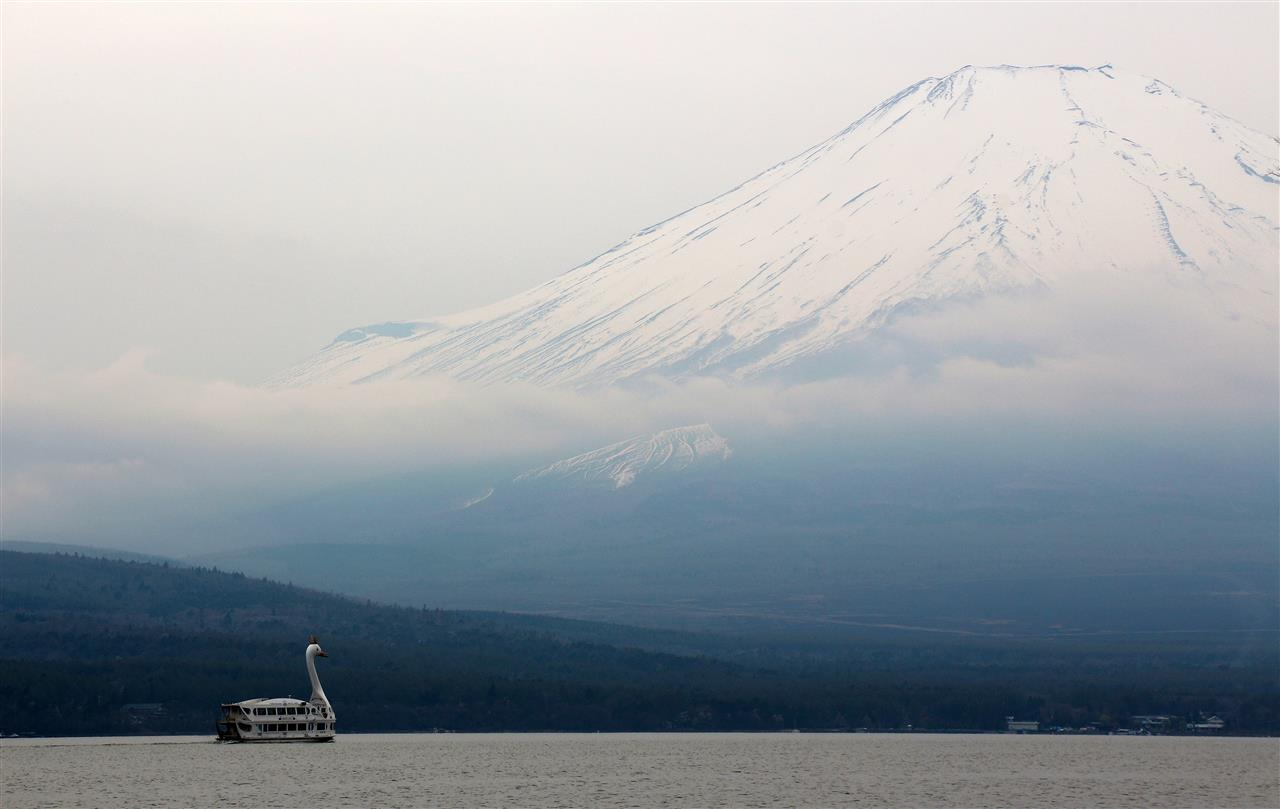 Schwanboot vor Mt. Fuji (Japan)