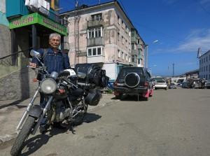 70 Jahre alter Japaner auf Reisen (Russland)
