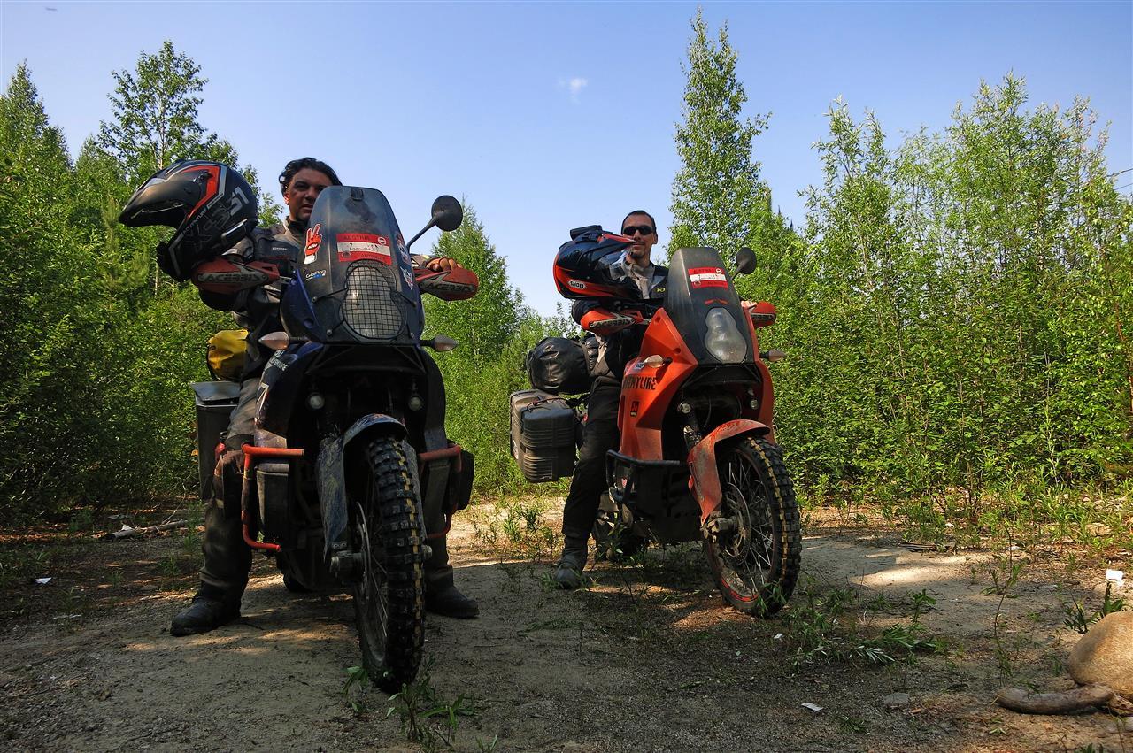 Edwin und Johannes auf ihren KTMs (Russland)