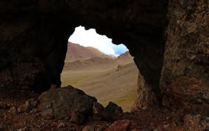 Höhle im Pamirgebirge (Tadschikistan)