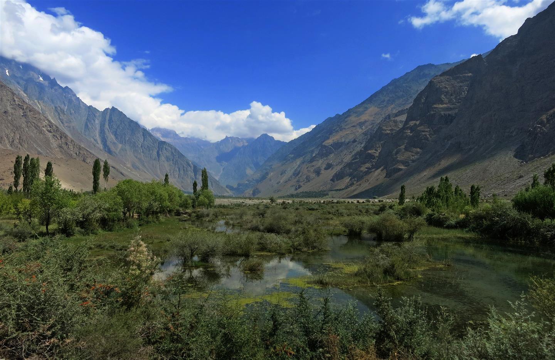 Weites Tal im Pamirgebirge (Tadschikistan)