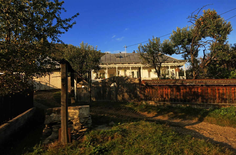 Brunnen im Dorf (Rumänien)
