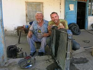 Kühlerreparatur auf kirgisisch (Kirgistan)
